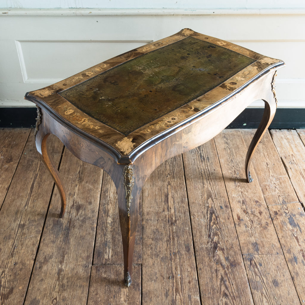 Victorian walnut centre table,-128610