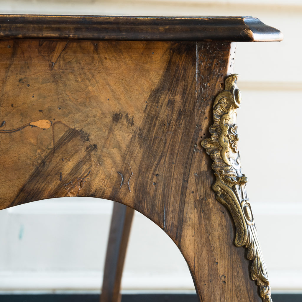 Victorian walnut centre table,-128616