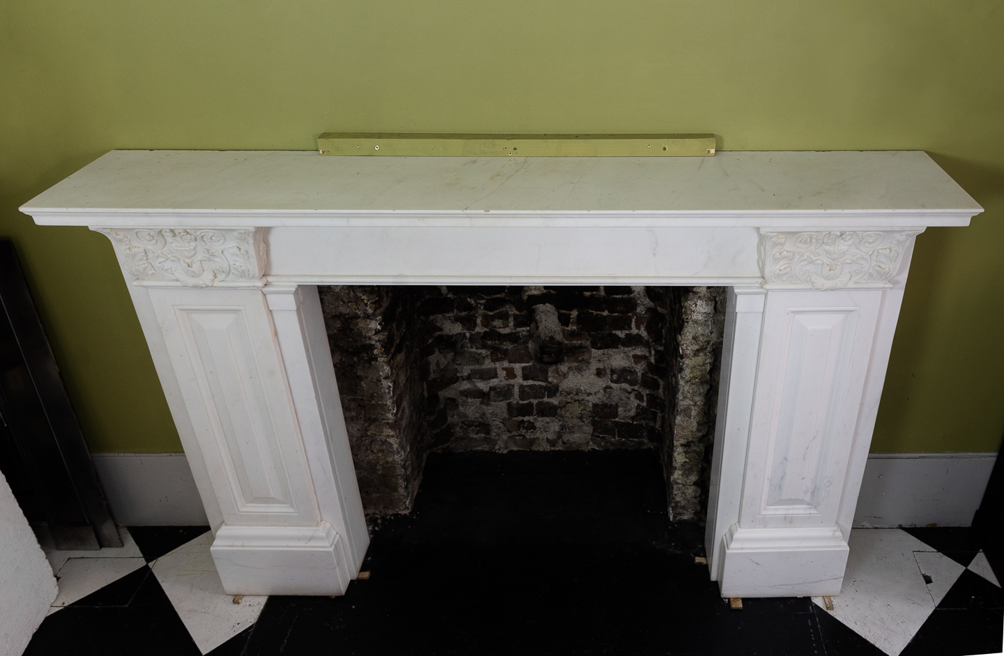 The Theatre Royal Covent Garden chimneypieces,-130754