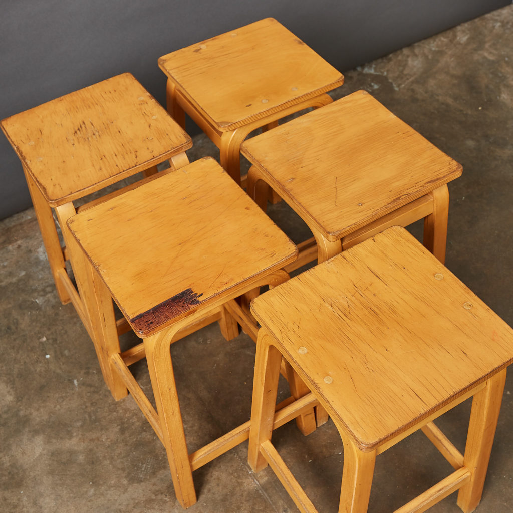 Laminated beech stool,-133013