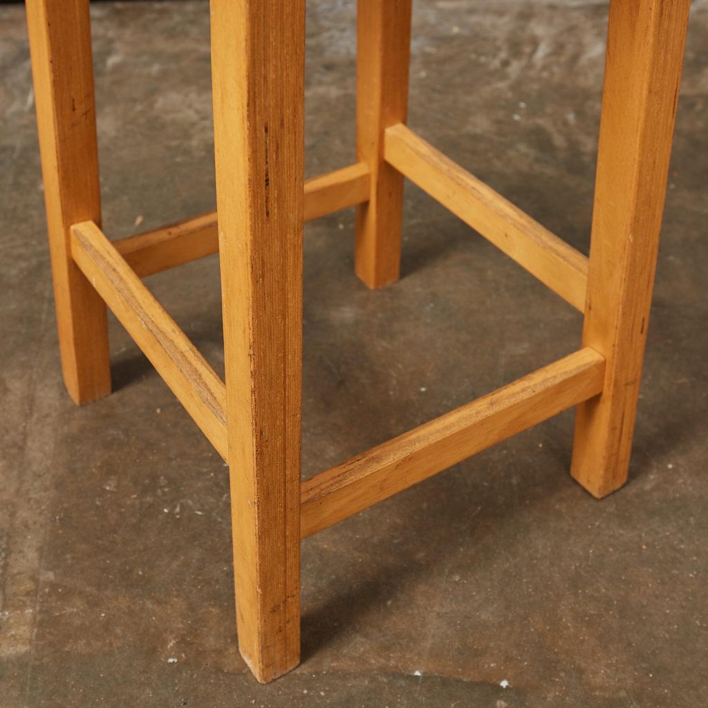 Laminated beech stool,-133018