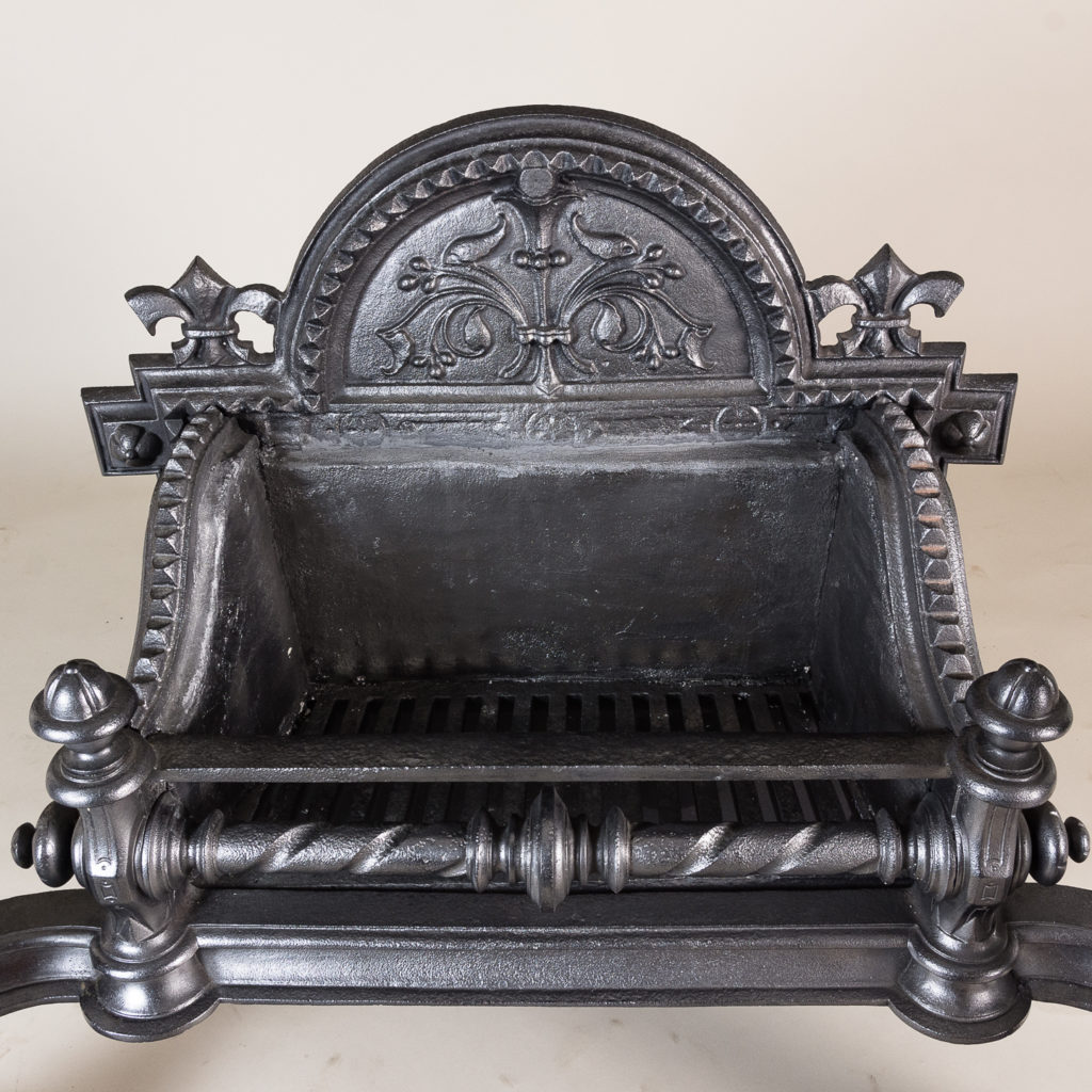 with arched backplate flanked by fleur de lys finials,
