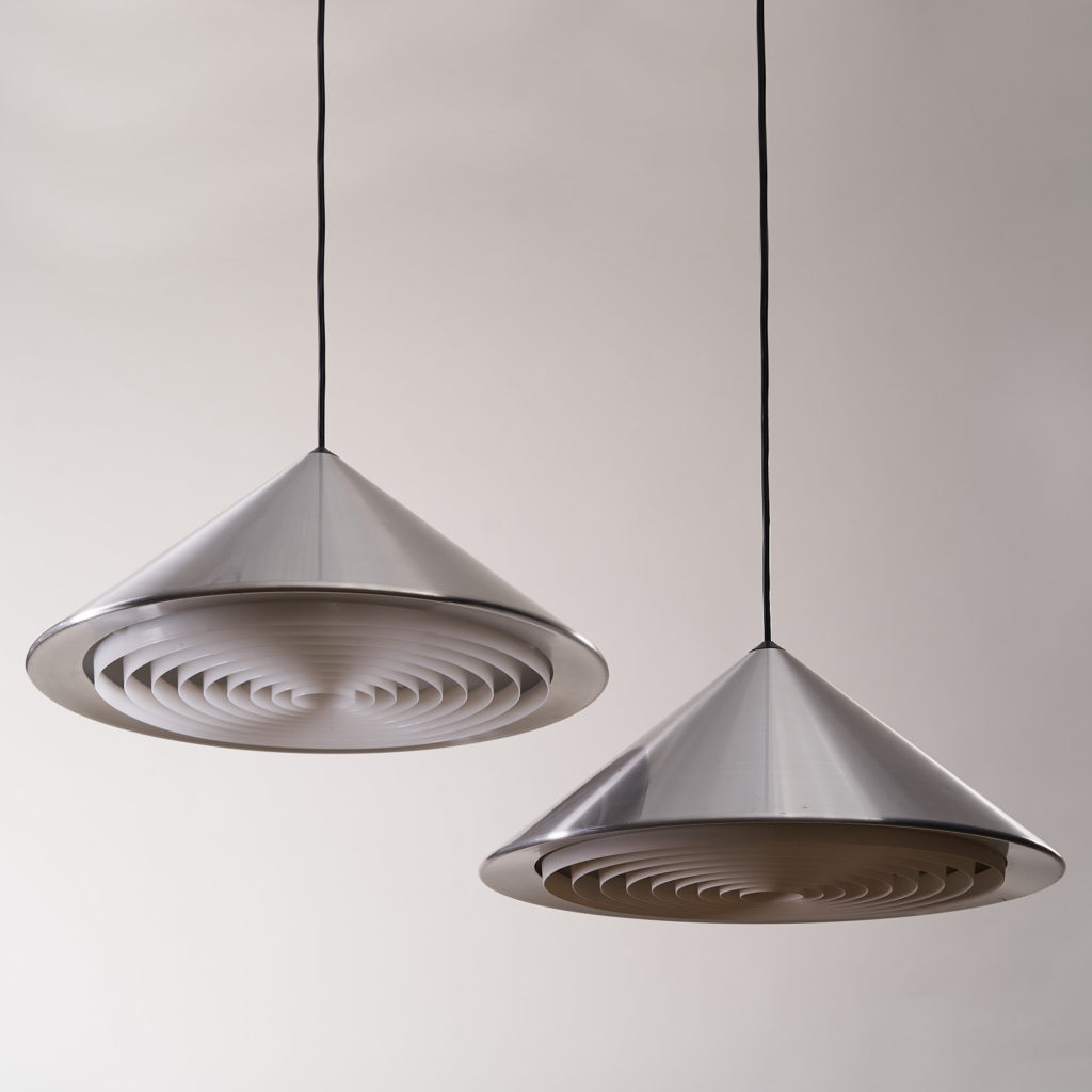 A pair of conical pendant lights,-136122