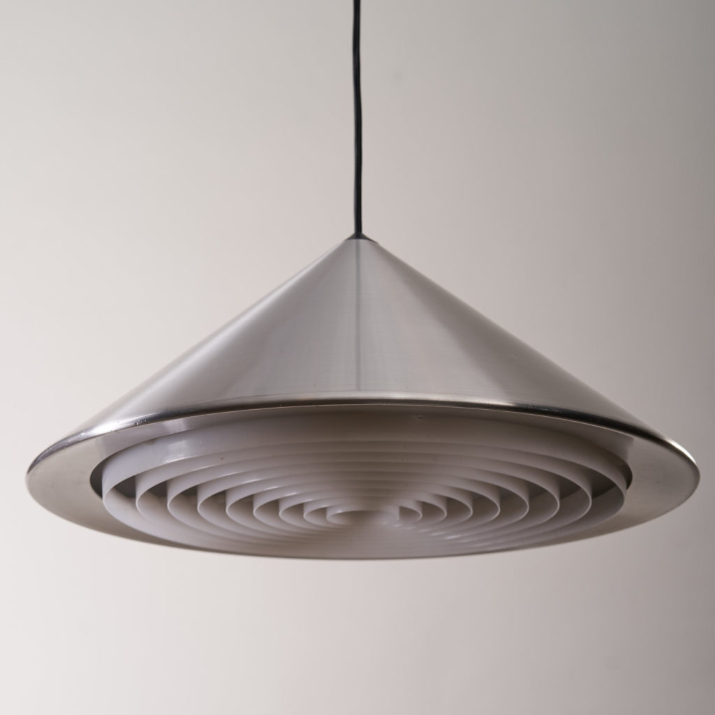 A pair of conical pendant lights,-136125