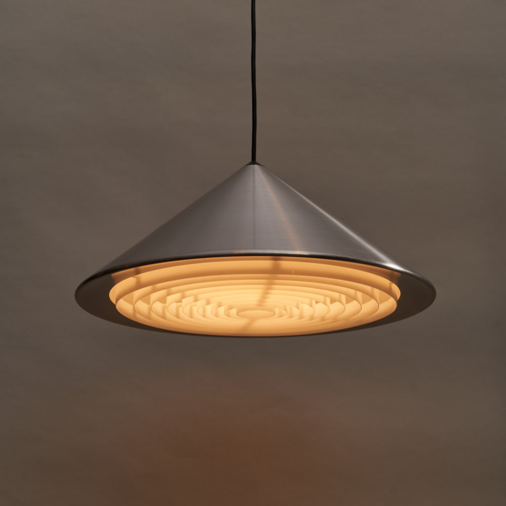 A pair of conical pendant lights,-136131