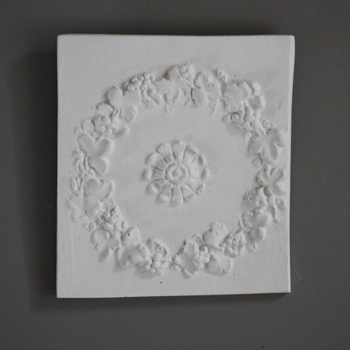 Floral wreath plaque