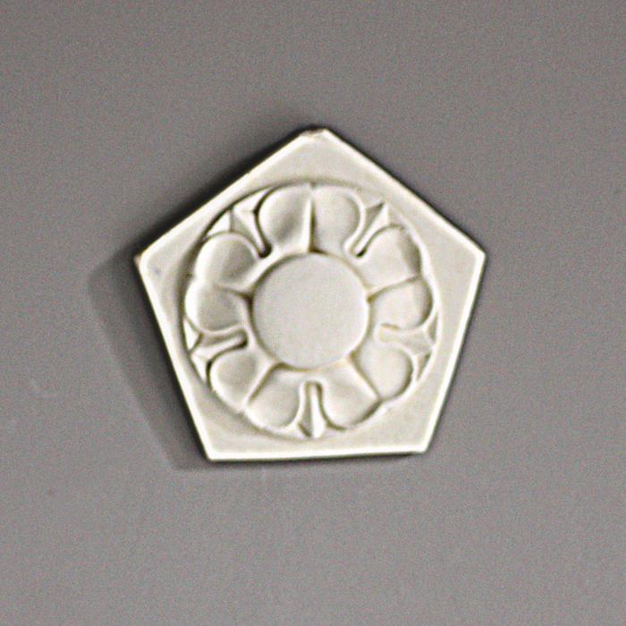 pentagonal plaque