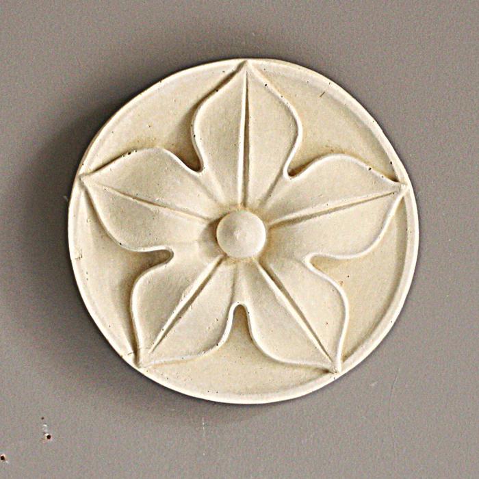 pentapetalous roundel