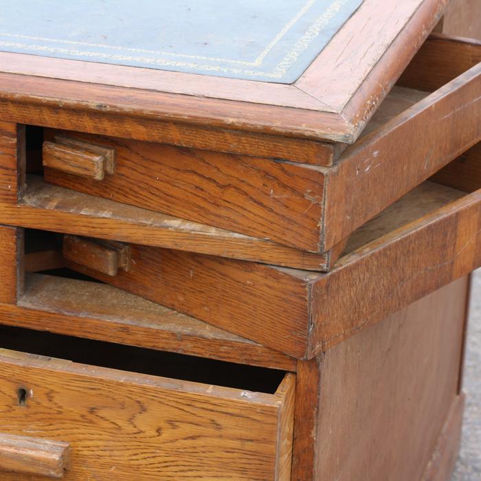 An Art Deco oak pedestal desk,-138829
