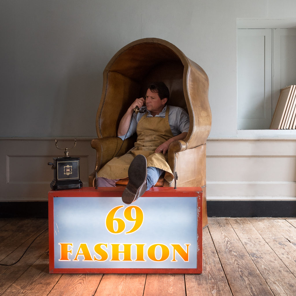 'Fashion 69' illuminated sign,-138437