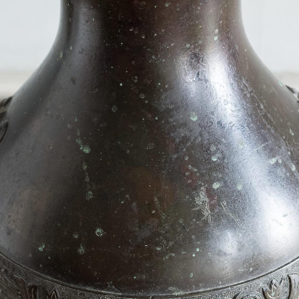 Bronze vase in the Hu-form,-140030