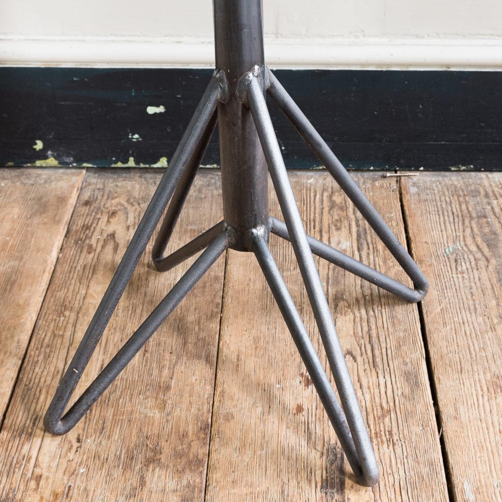 on steel hairpin leg base
