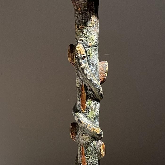 Snake pedestal